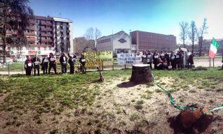 Piazza Frattini nel momento del riconoscimento dello scempio avvenuto